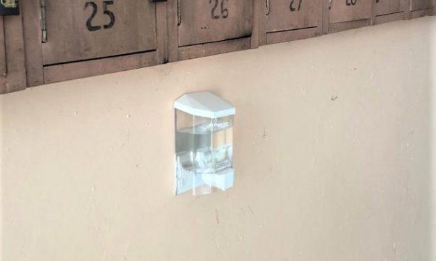 Primaria Blaj monteaza dozatoare cu dezinfectant la toate scarile de bloc din oras – COVID-19